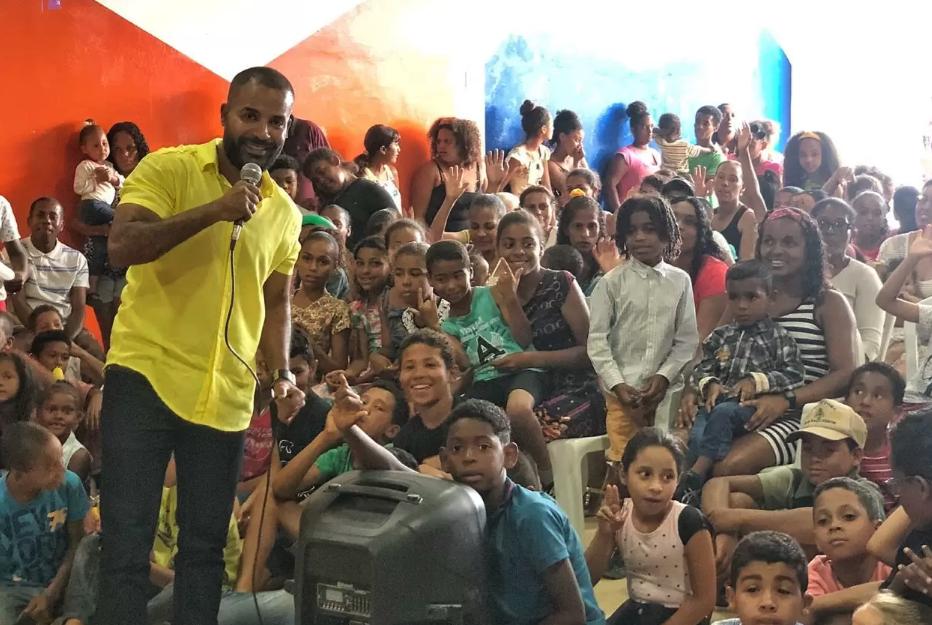 Douglas Araújo inaugura nova unidade da ONG Sementes do Amanhã