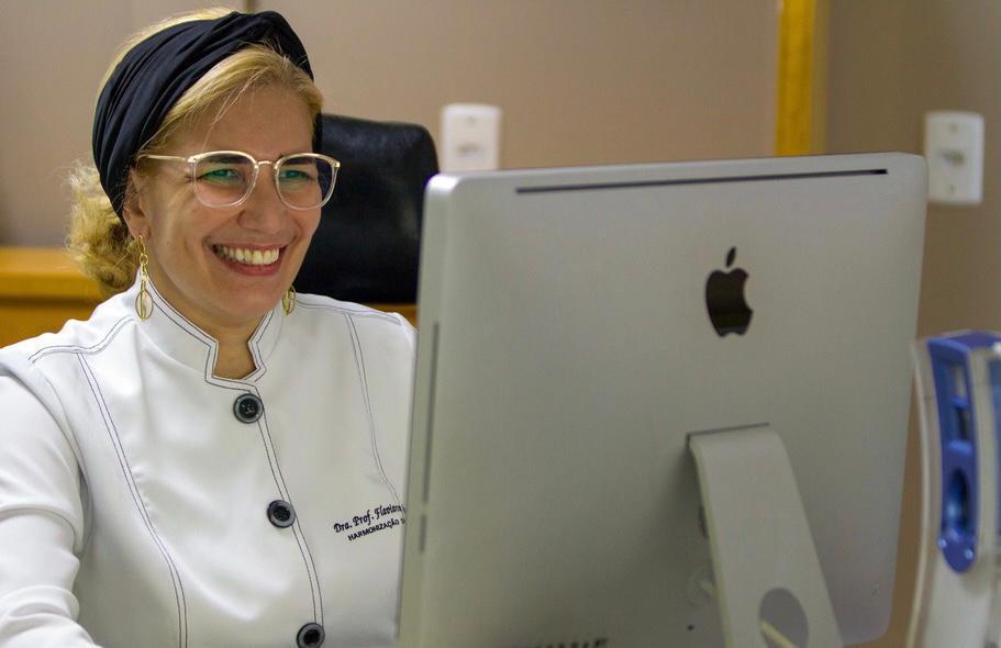 Conhece Drª Flavianny Artiaga, a cirurgião-dentista mais conhecida de Goiânia